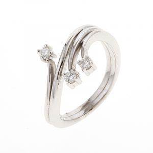 Une bague 3 diamants 0.19ct