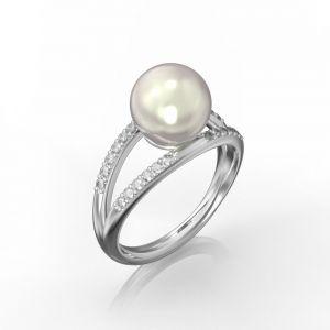Ein doppelter Ring mit weißer Perlen und Diamantring