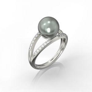 Ein doppelter Ring mit schwarzem Tahiti-Perle und Diamanten