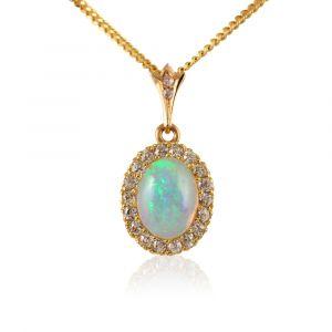 Opal Anhänger und Diamanten